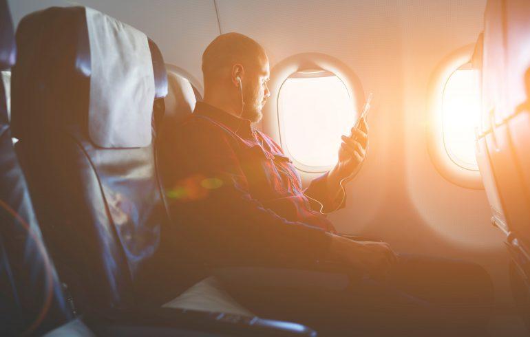 Miért kell repülőgép üzemmódba állítani a telefonokat?