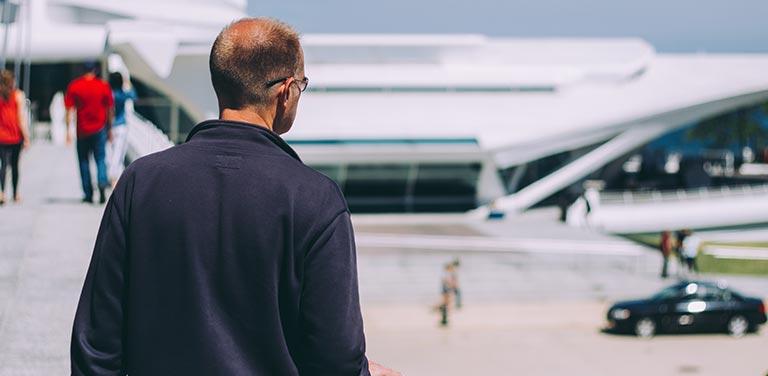 Repüléskor kicsit több a nehézség, ha egyedül utazunk