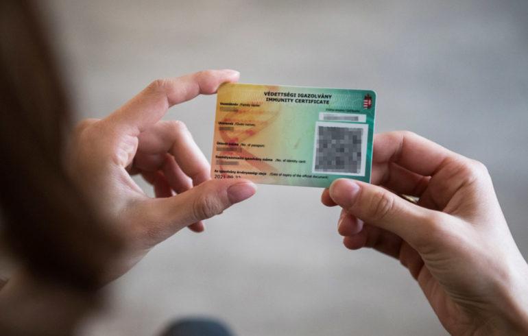 Jelentős enyhítések Magyarországon a védettségi igazolvánnyal rendelkezők számára
